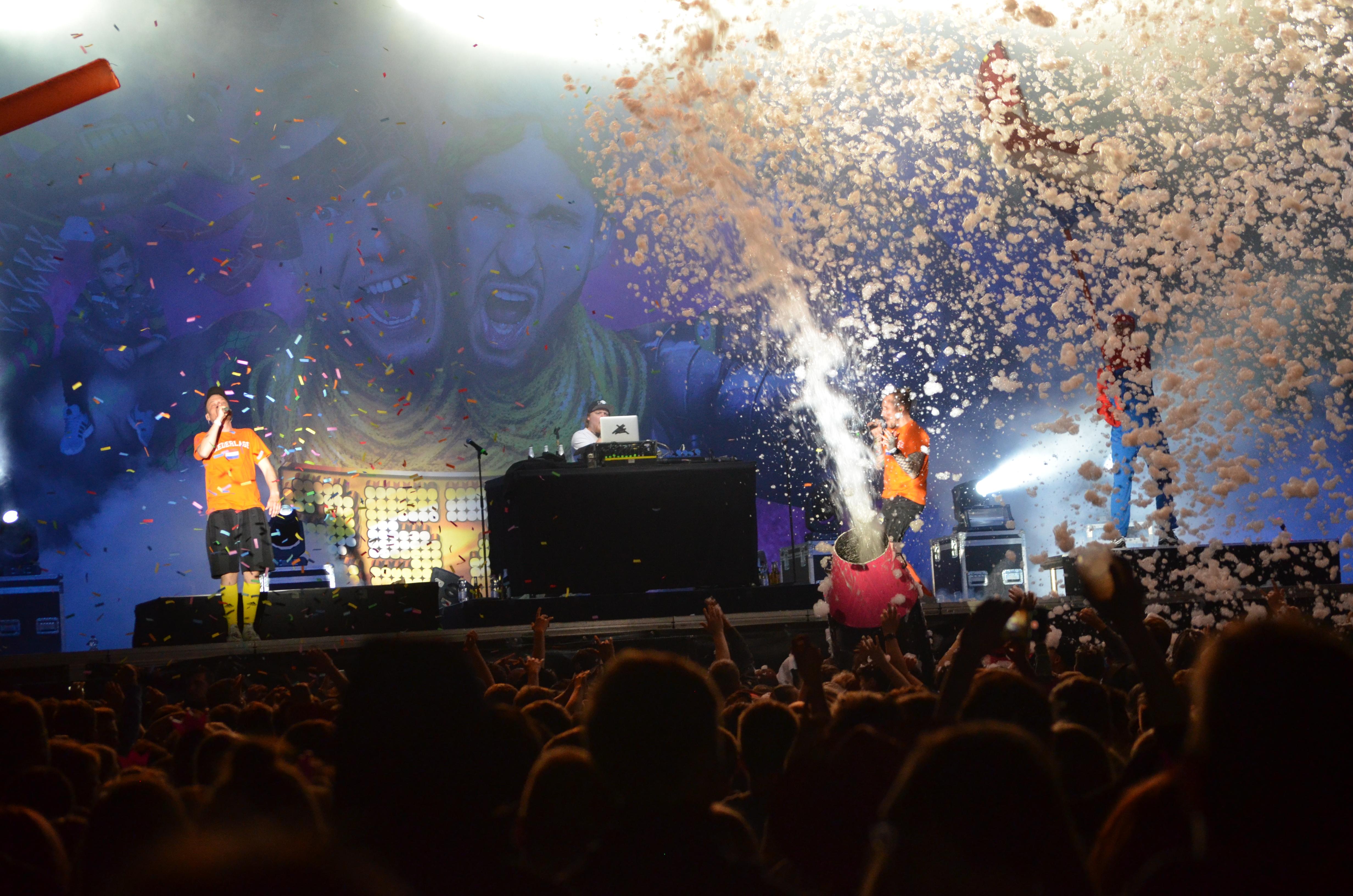 Die 257ers überzeugten bei ihrer Bühnenshow unter anderem mit Seifen- und Konfettikanone, Foto: msc
